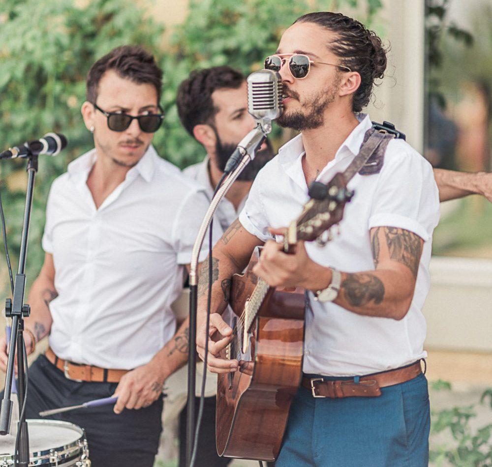 Acoustic wedding band